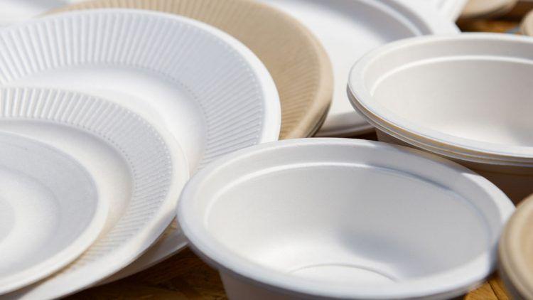 CMC COMPANY vende all'ingrosso piatti di plastica e stoviglie